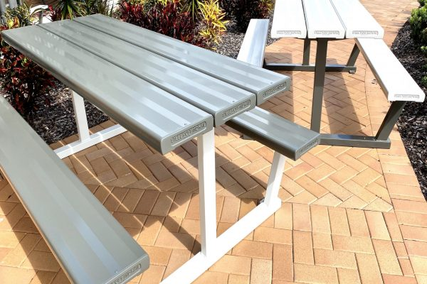 C29A Table and Seating - light weight but stong and durable aluminium design